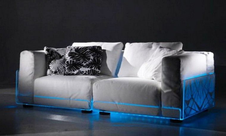 sofa luces led azules debajo