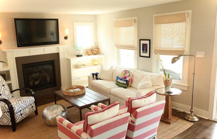 sofa rayas rosado lamparas chimenea