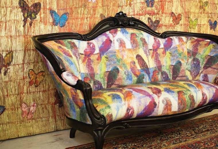 sofa estilo retro garabatos loros
