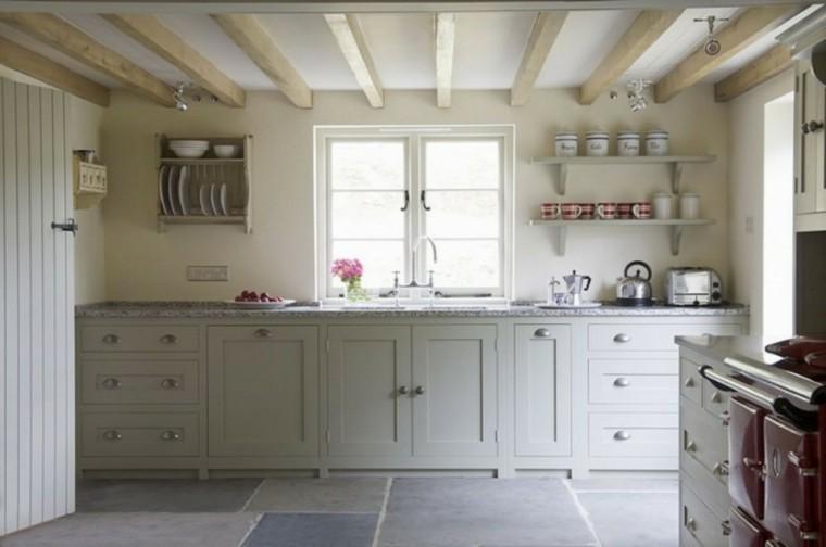 techo cocina blanca vigas madera