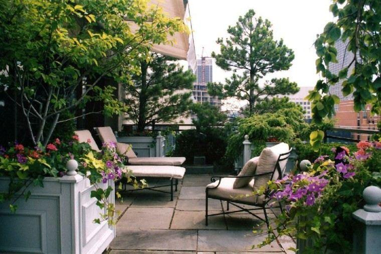 terraza balcon flores copioso jardineras madera