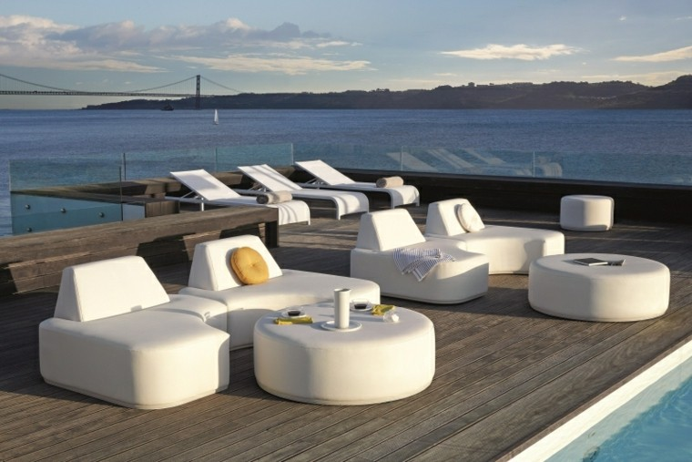 terraza muebles diseno precioso suelo madera piscina ideas