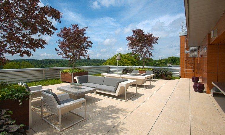 terraza muebles jardineras madera vista maceteros