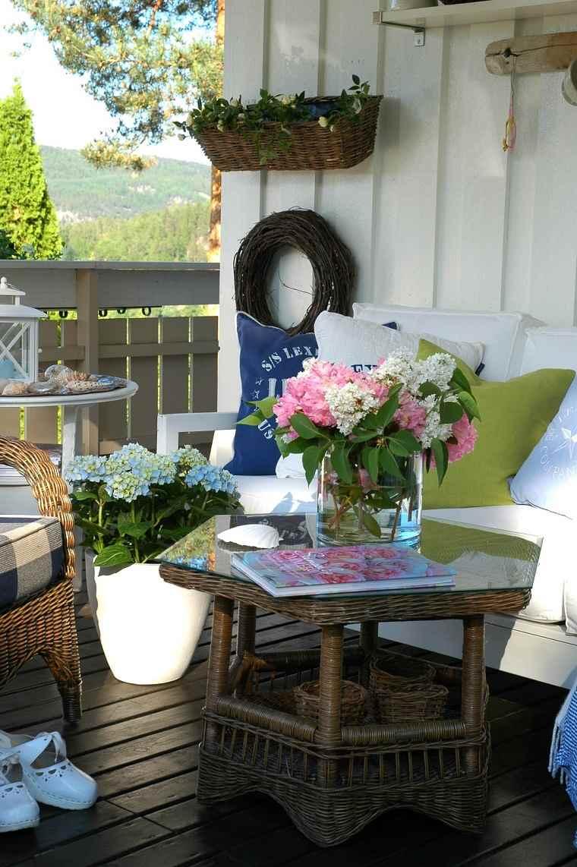 terraza-pequena-decoracio-flores-frescas