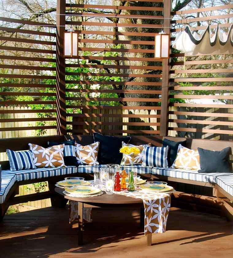 terraza pergola madera banco cojines colores ideas