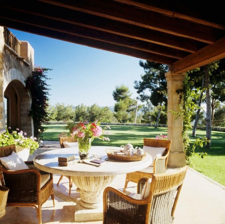 terraza preciosa jardin amplio cesped mesa diseno ideas
