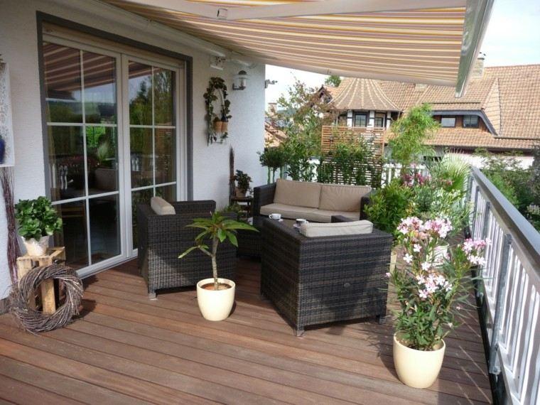 terraza suelo madera muebles rattan macetas ideas