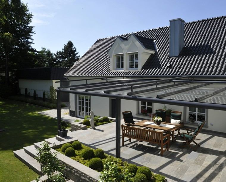 terraza techo cristal sillones banco madera ideas