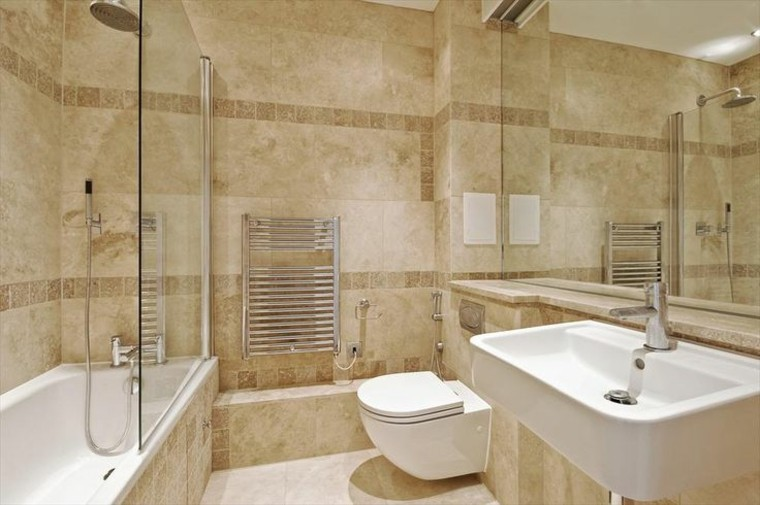 trabertino baño ducha espejo crema