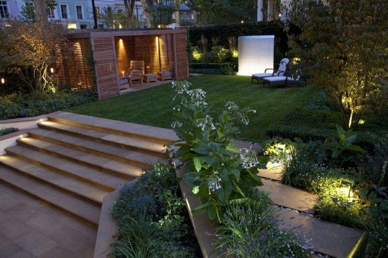 tumbonas luces escaleras jardin flores