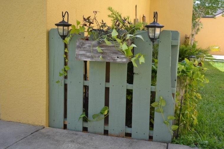 valla pequena decorativa palets jardin verde oscuro