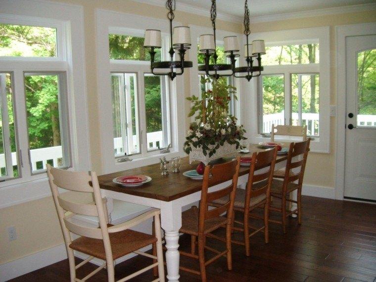 ventana luz natural lamparas mesa madera