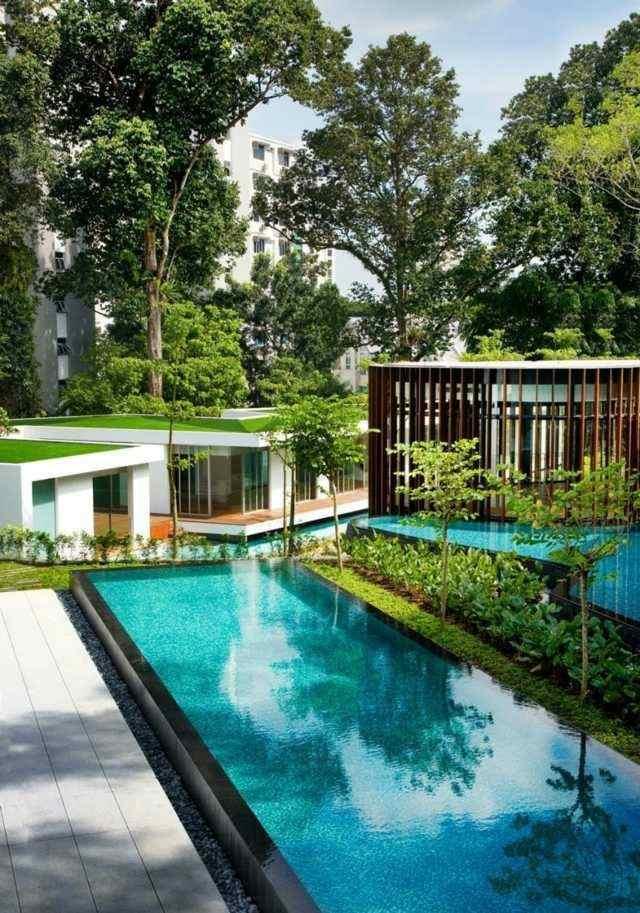 piscina alargada diseño moderno