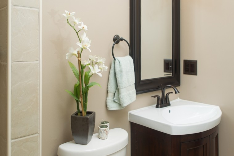 accesorios banos pequenos flores belas espejo ideas