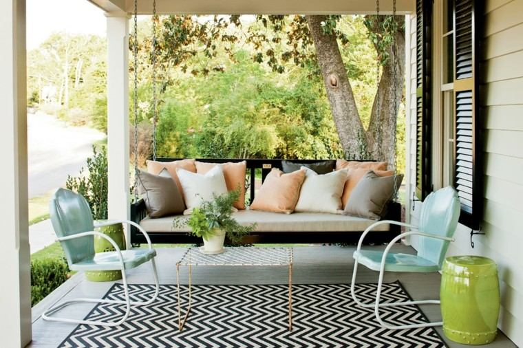 alfombra rayas sillas verdes balances