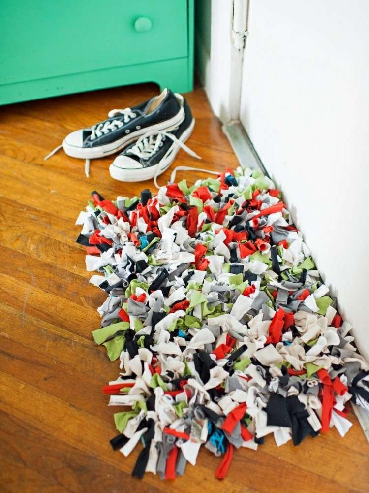 alfombra tela recortes colorido zaoatos