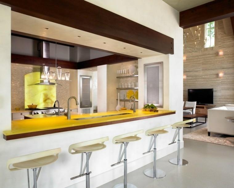 amarillo encimera alfombra bar llamativo
