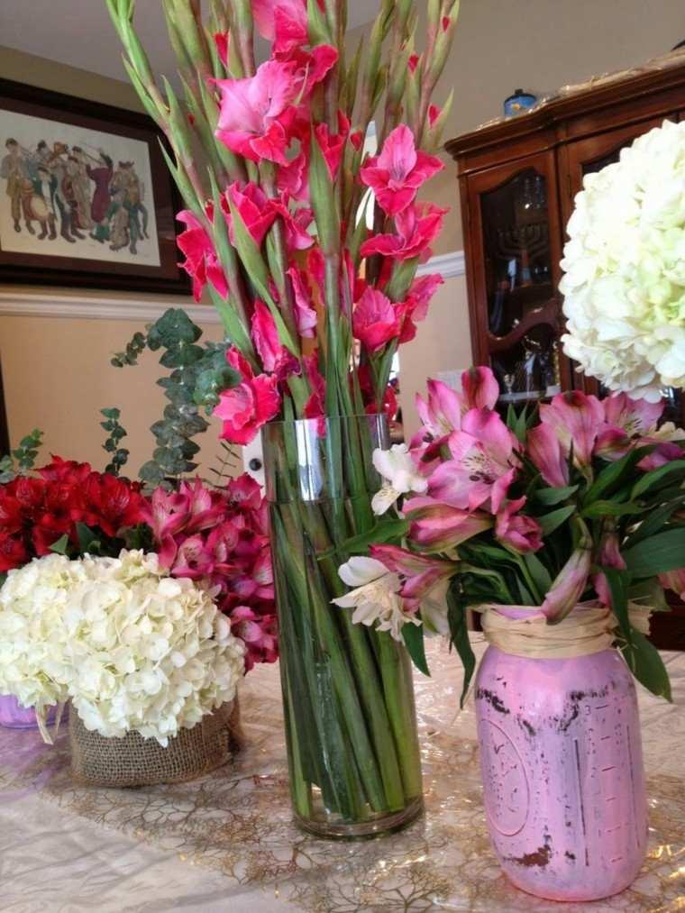 Ramos de flores y arreglos florales para decorar el hogar -