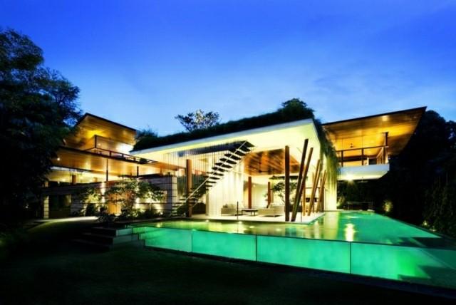 atardecer piscina infinita transparente iluminada