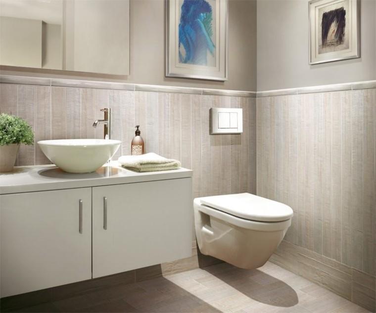 azulejos baño bandas verticales beige