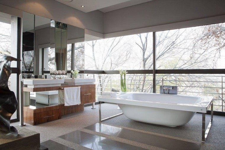 bañera blanca patas metalicas