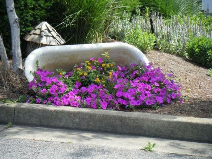 bañera volcada jardinera plantas