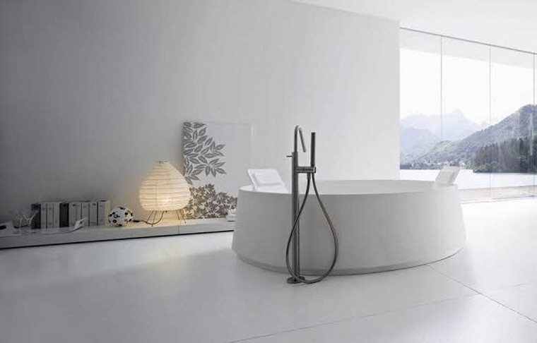 baño blanco bañera redonda moderna