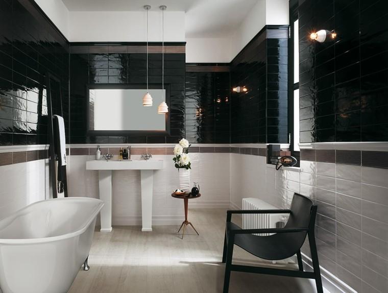 baño diseño blanco negro azulejos