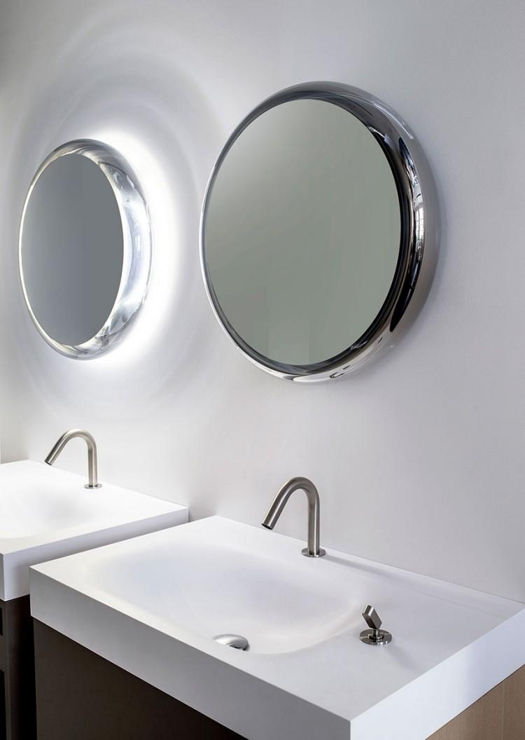baño espejo redondo bañadera madera