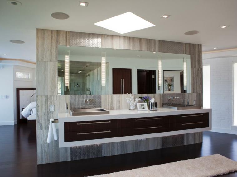cuarto baño mueble abierto vista