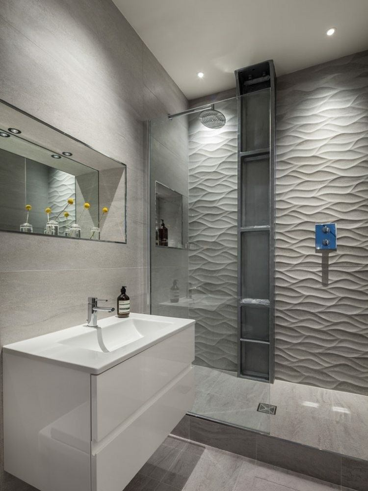 cuuarto baño pared relieve gris