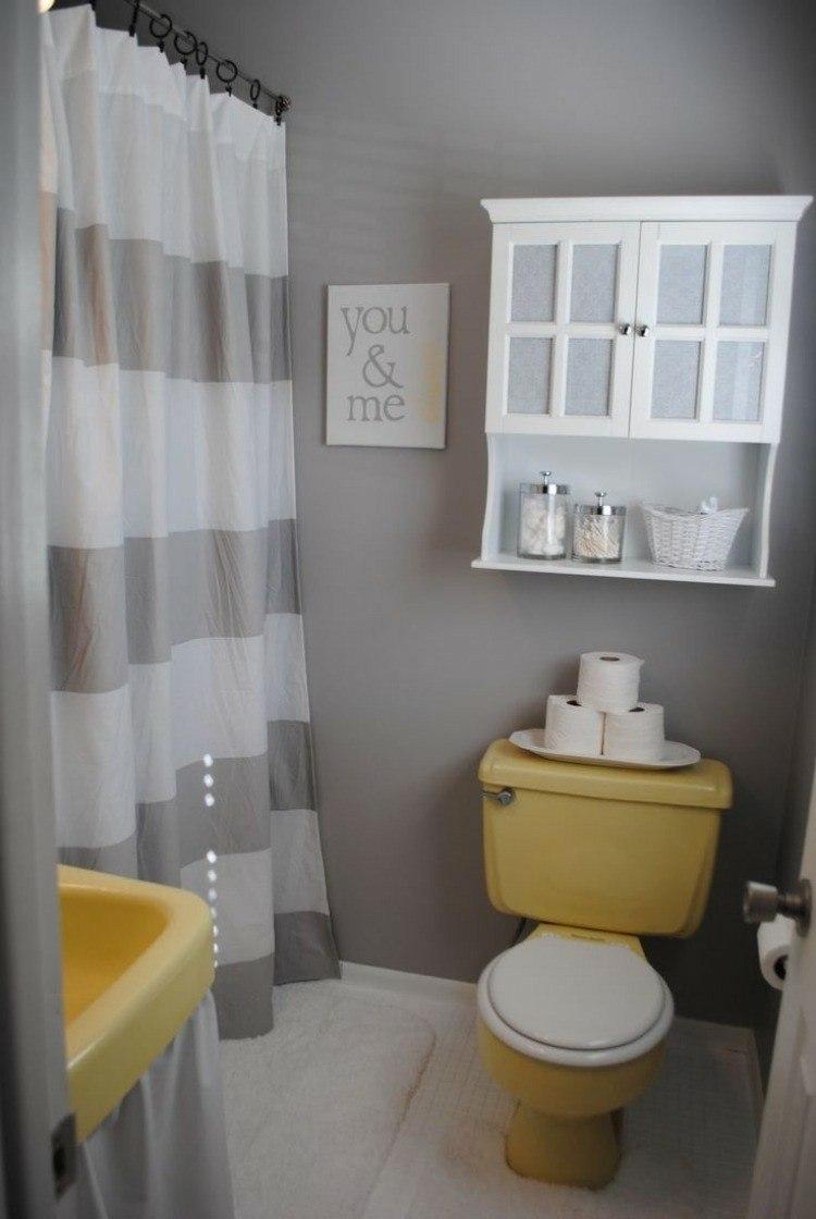 cuarto baño pequeño amarillo gris