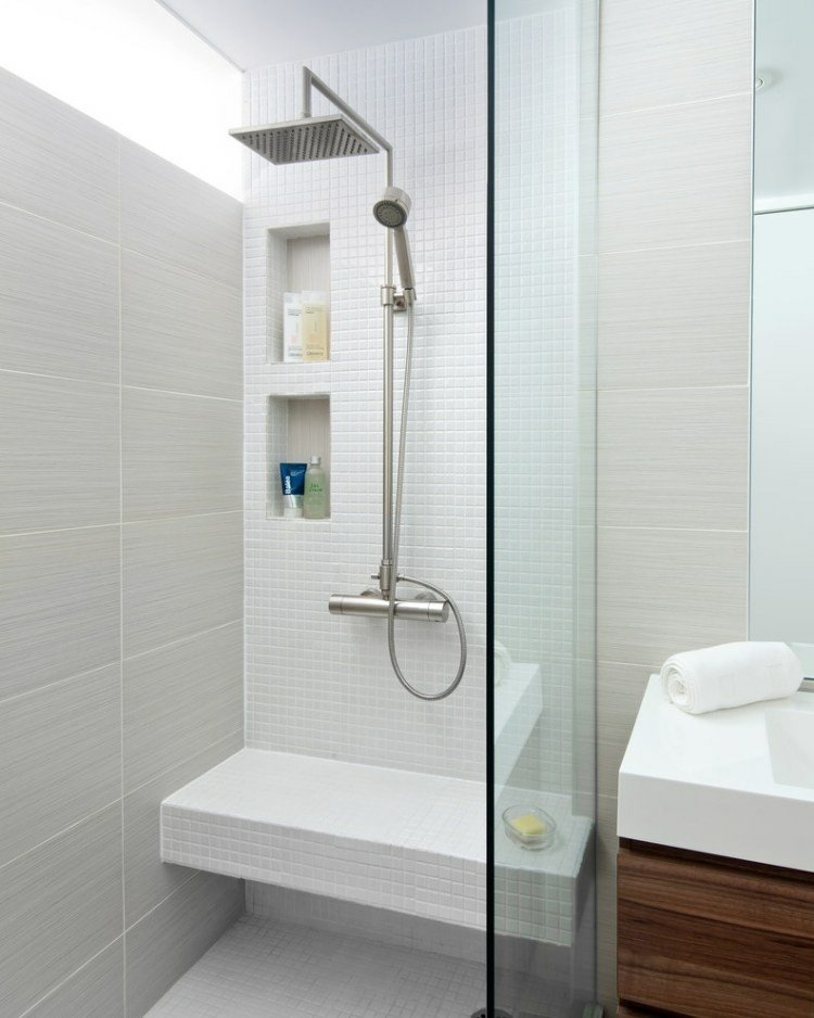 diseño baño pequeño mosaico blanco