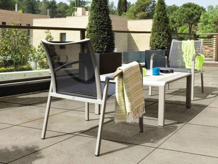 baldosas jardin sillas comodas mesa baja ideas