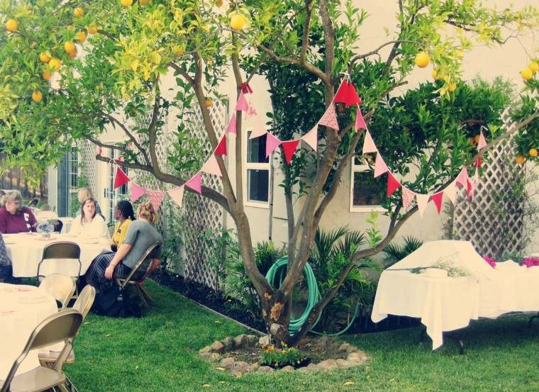 Party en el jard n 50 ideas para decorados de fiestas for Como decorar un arbol en el jardin