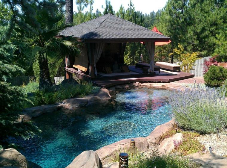 bonita caseta jardin estanque piscina