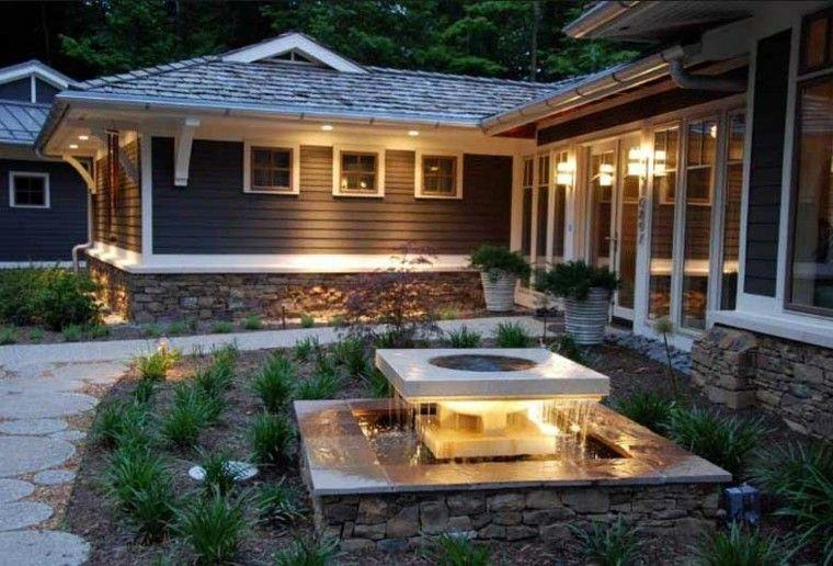bonita fuente patio casa cuadrada
