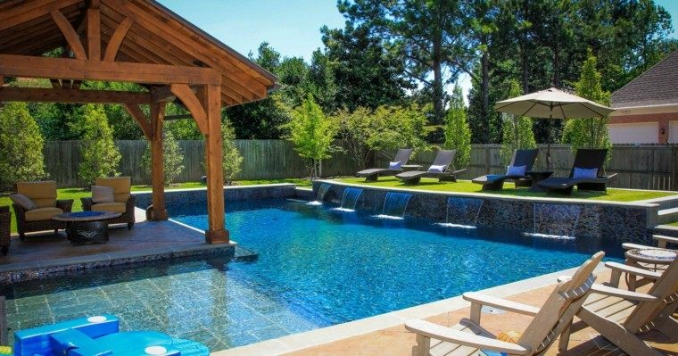 bonita piscina cascadas pergola madera