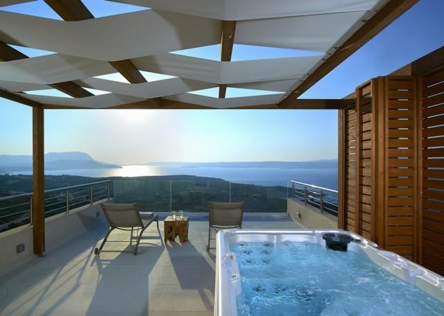 terraza moderna con jacuzzi