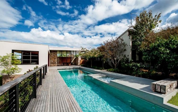 bonito proyecto diseño piscina larga
