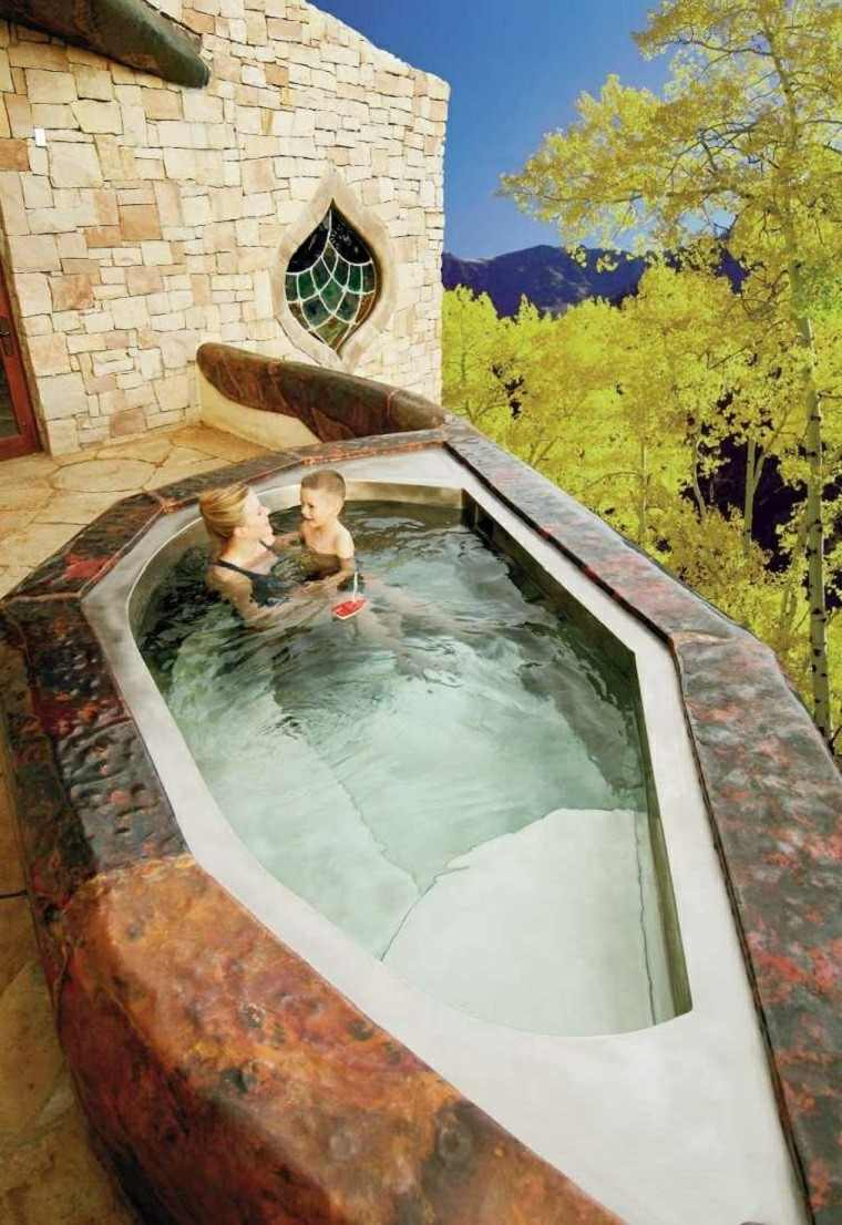 burbujas jacuzzi forma original diversion jardin ideas