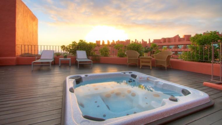 Burbujas y diversi n con jacuzzi al aire libre for Apartamentos hovima jardin caleta
