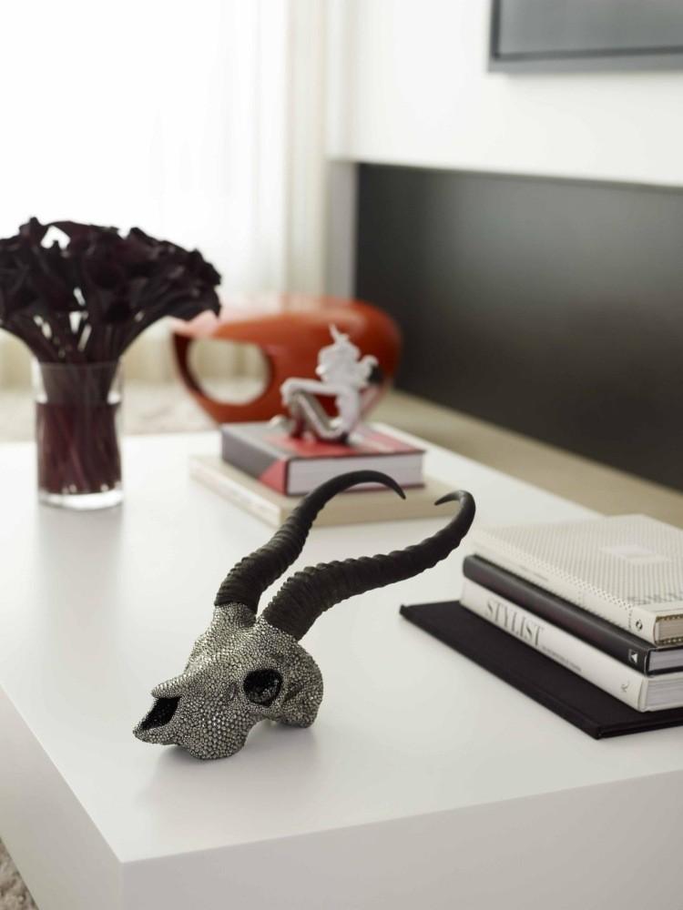 esculturas decorativas de cabezas de animales