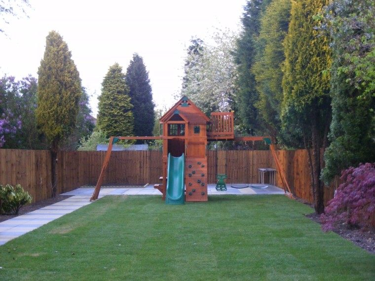casita madera niños jardin tobogan