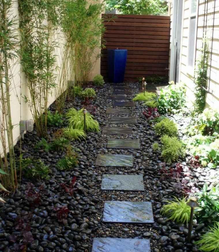 camino jardin fuente color azul