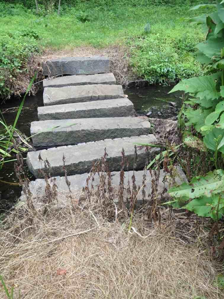 camino jardin puente piedra sillares