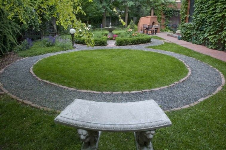 camino redondo grava gris jardin