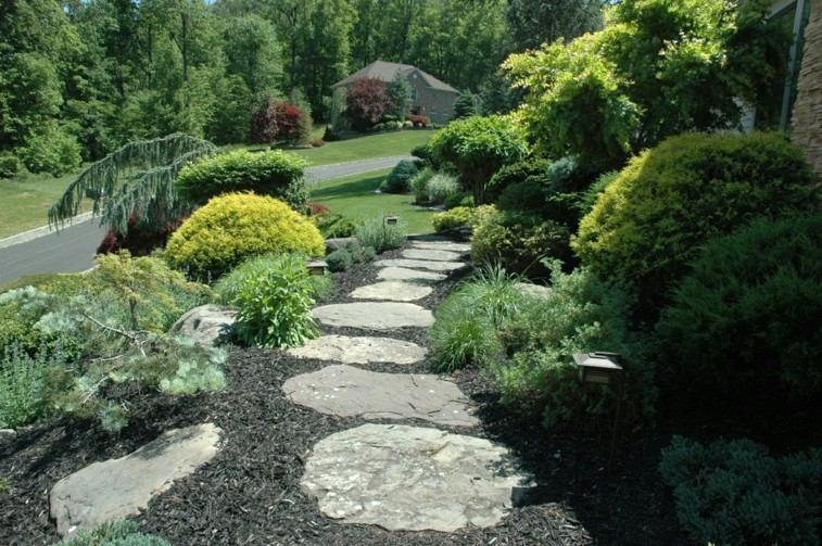 camino jardin piedras grandes