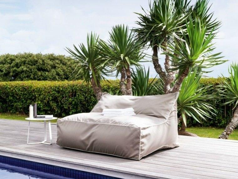 canapés sillones modernos jardin piscina suelo madera ideas