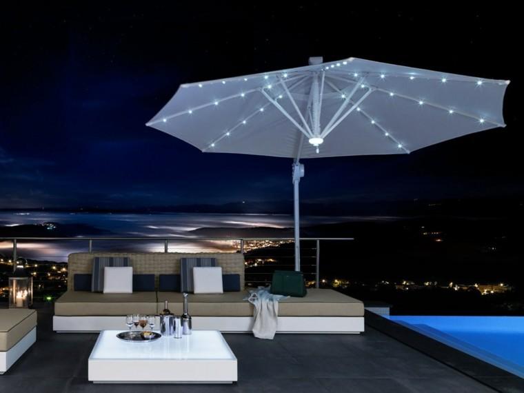 canapés terraza moderna sombrilla blanca ideas